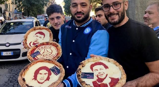 Napoli-PSG, un pizzaiolo inventa le pizze per Cavani, Mbappè e Neymar [FOTOGALLERY]