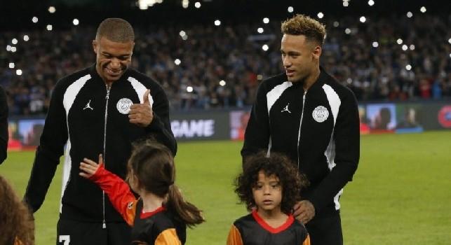 Mbappé e la bimba del San Paolo: Un piacere averti conosciuta [FOTO]