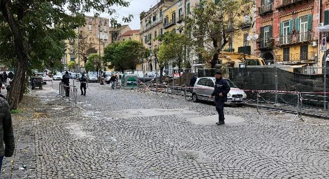 Stella Rossa in arrivo a Palazzo Caracciolo, problemi con auto in sosta e Polizia Municipale [FOTO & VIDEO CN24]