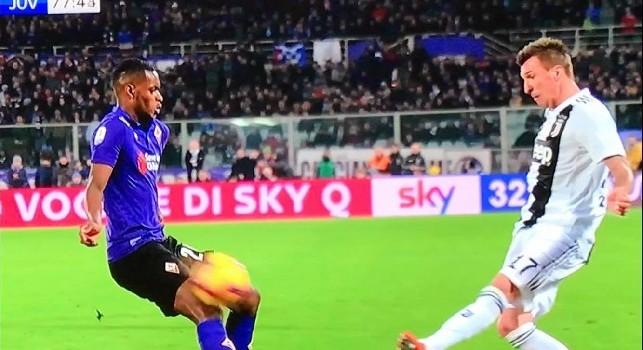 Tancredi Palmeri esterrefatto dopo il rigore assegnato alla Juventus: Mah non mi sembra rigore per la Juventus