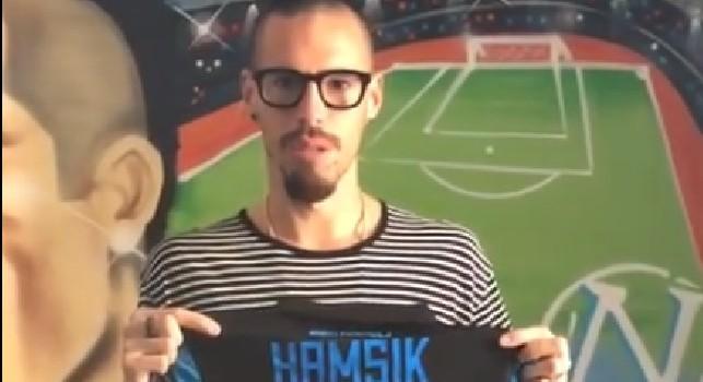 Hamsik capitan solidarietà: l'azzurro dona una sua maglia autografata per l'evento L'Arcobaleno Napoletano [VIDEO]