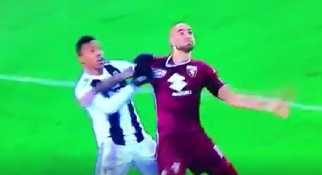 Juve, rigore negato a Zaza fischiato ai bianconeri 3 giorni fa in Champions: stessa dinamica! [VIDEO]