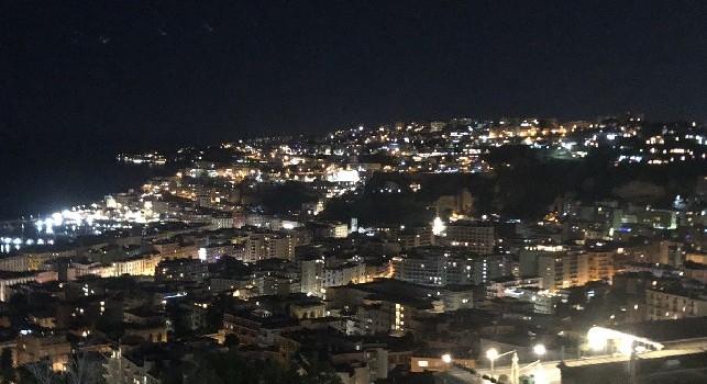 La SSC Napoli mostra il golfo partenopeo: La nostra città che diventa casa per tutti quelli che ci vengono a vivere...