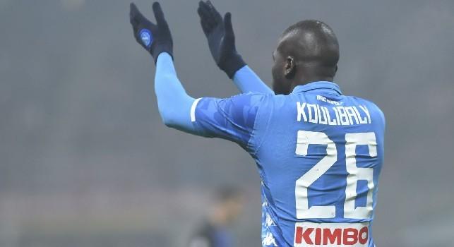 L'applauso fatale di Koulibaly a Mazzoleni e la sua furia trattenuta dagli interisti: tutti gli scatti di Inter-Napoli [FOTOGALLERY CN24]