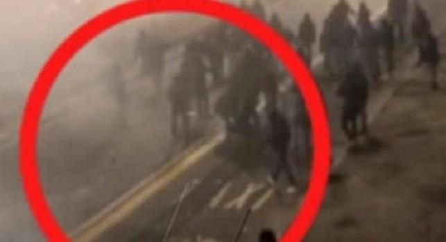 Scontri Inter-Napoli, immagini choc: Belardinelli è stato portato via dagli altri tifosi [VIDEO]