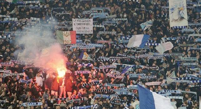 Lazio nel mirino dell'UEFA: indagine aperta per presunto comportamento razzista dei tifosi contro il Siviglia