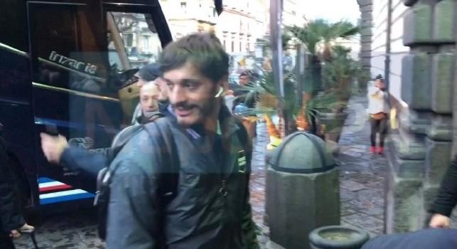 La Sampdoria è arrivata a Palazzo Caracciolo: ovazione per Quagliarella, selfie e sorrisi per gli ex Napoli [VIDEO ESCLUSIVO]