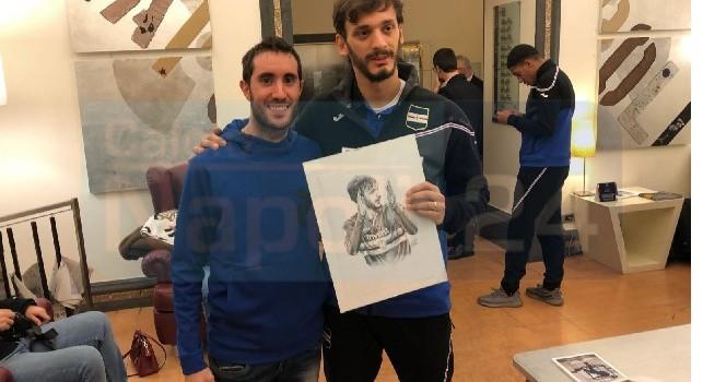 ESCLUSIVA - Gabbiadini torna a Napoli e riceve un meraviglioso regalo