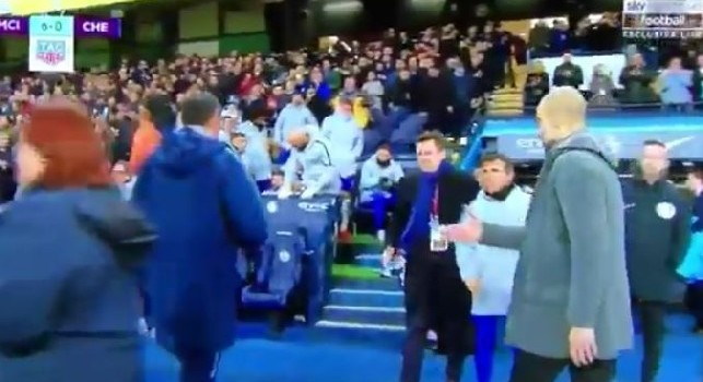 Clamoroso Sarri, perde 6-0 col City e nega la mano a Guardiola [VIDEO]
