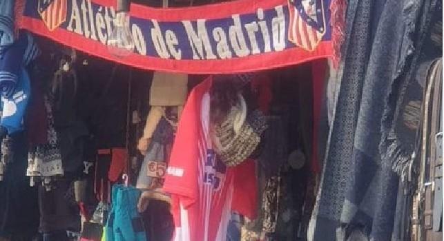 Attesa in città per Juventus-Atletico Madrid: a Napoli spuntano sciarpe del Colchoneros [FOTO]