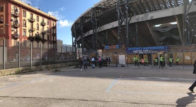 Il Mattino denuncia - Effetto discarica e degrado all'esterno del San Paolo, nessun intervento prima della partita