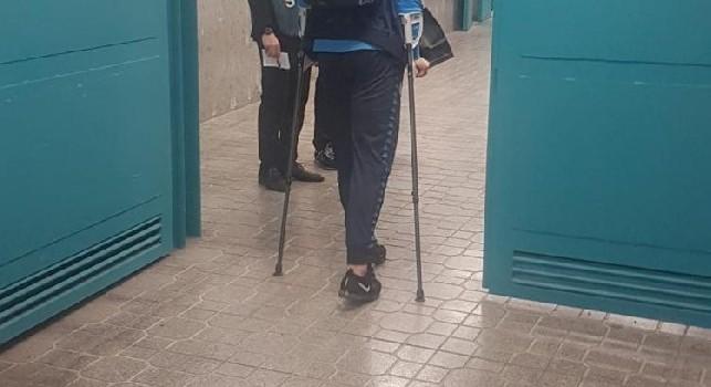 Maksimovic KO dopo la gara con l'Arsenal: il difensore azzurro lascia in San Paolo in stampelle [FOTO]