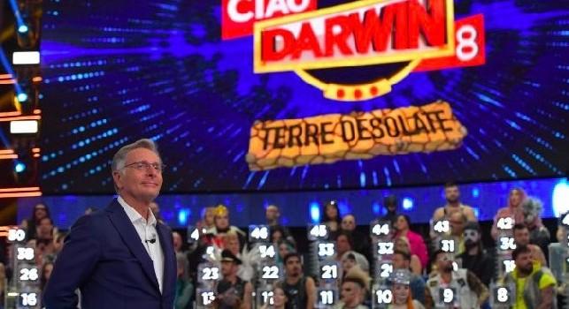Canale 5, a Ciao Darwin la sfida Juve Vs tutti: i capitani delle squadre saranno Mughini ed Auriemma