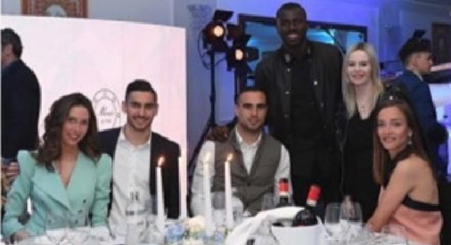 Cena Ssc Napoli, Meret, Maksimovic e Koulibaly in posa: c'è anche uno scatto della sala [FOTO]