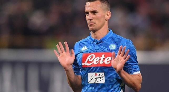 Milik-Inter, Gazzetta: pista quasi impercorribile con l'arrivo di Sanchez, Icardi al Napoli solo con una modalità