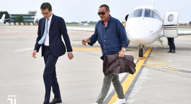 Sarri sbarca a Torino. Le prime immagini da nuovo allenatore della Juve. Nessun tifoso ad attenderlo [FOTOGALLERY]