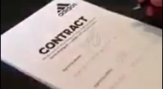 James Rodriguez e la clausola dell'Adidas: dal 2012 indossa la '10' <i>per contratto</i>, ma...