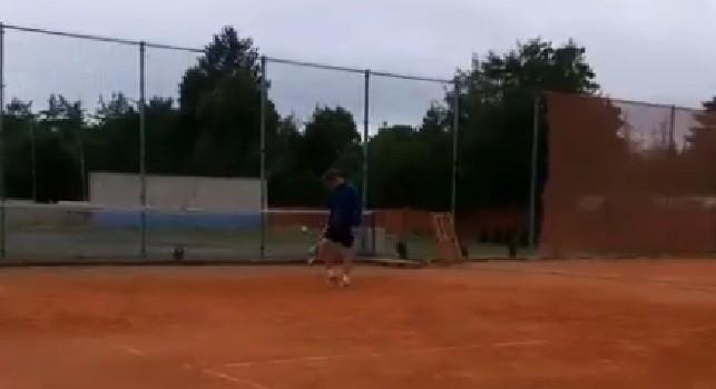 Zielinski in viaggio di nozze gioca a tennis con la moglie Jessica [VIDEO]