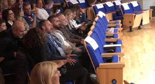 Show di Gino Rivieccio a Dimaro, presente a teatro anche De Laurentiis [FOTO CN24]