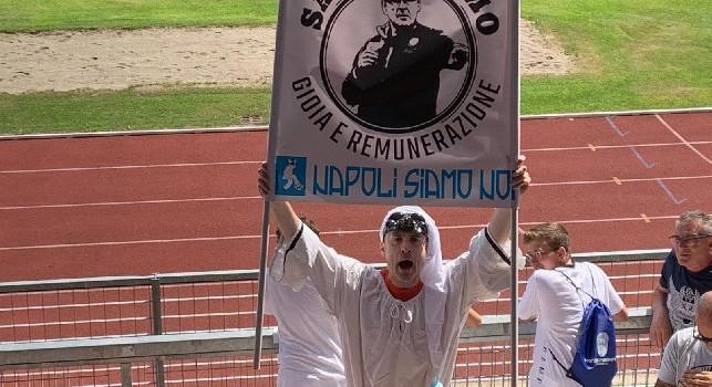Sarrivismo, gioia e remunerazione: Dimaro, spunta lo striscione anti-Sarri [FOTO CN24]