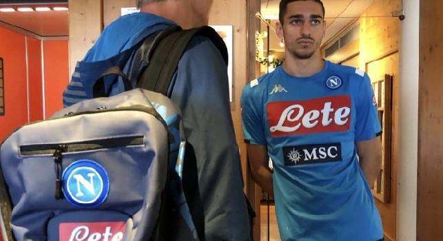 Meret arriva in ritiro, il Napoli lo accoglie sui social [FOTO]