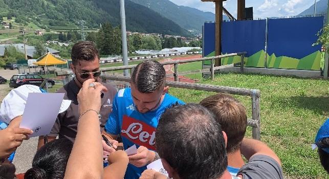 Dimaro, Contini protagonista della sessione di autografi: tanti tifosi all'esterno di Carciato! [FOTO&VIDEO CN24]