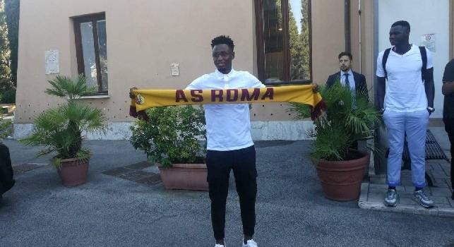 Roma, primo giorno per Diawara: eccolo con la sciarpa giallorossa [FOTO]