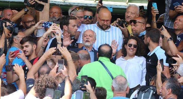 De Laurentiis tra i tifosi a Dimaro, foto di Ciro De Luca