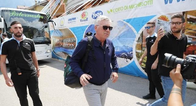 Il ritiro del Napoli è finito: il bus azzurro ha appena lasciato lo Sport Hotel Rosatti di Dimaro-Folgarida