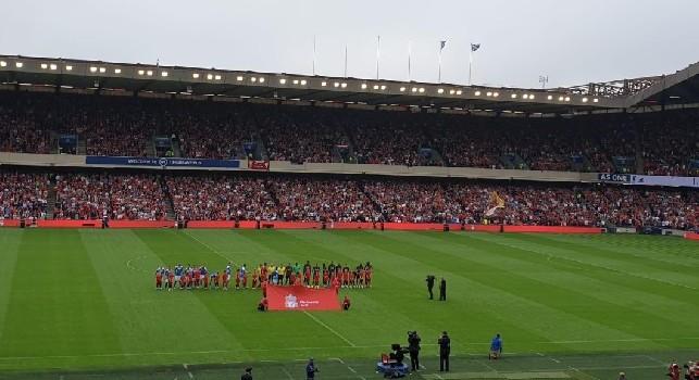 Liverpool-Napoli, l'ingresso delle squadre in campo: che atmosfera a Edimburgo! [VIDEO]