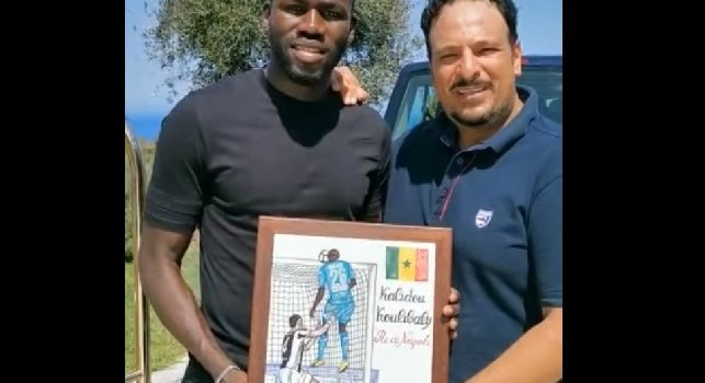 Koulibaly, targa celebrativa dal Club Napoli isola d'Ischia per il gol al Juventus Stadium [VIDEO]