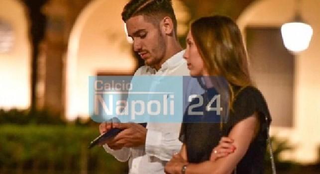 Meret e la fidanzata, relax ad Amalfi tra l'affetto dei tifosi [FOTO CN24]
