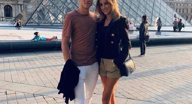 Zielinski se la spassa a Parigi: visita al Louvre con sua moglie [FOTO]
