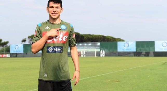 Hirving Lozano a Castel Volturno con la maglia della SSC Napoli