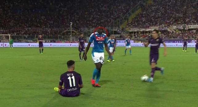 Da Firenze attaccano: Koulibaly ha sputato addosso a Sottil, ma l'immagine smentisce [FOTO]