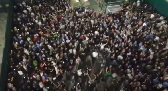 Senza riposar!, il coro dei tifosi del Napoli lanciato nel prepartita contro la Fiorentina [VIDEO]