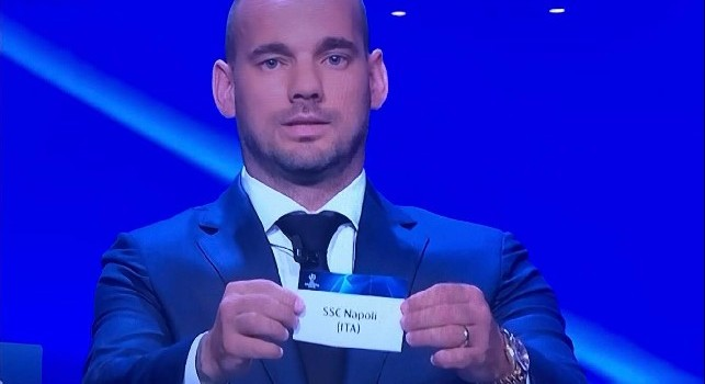Il Napoli pesca il Liverpool, la reazione dei dirigenti in sala [VIDEO]