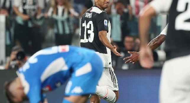 UFFICIALE - Danilo salta il Napoli, lesione di basso grado alla coscia destra: il comunicato della Juve