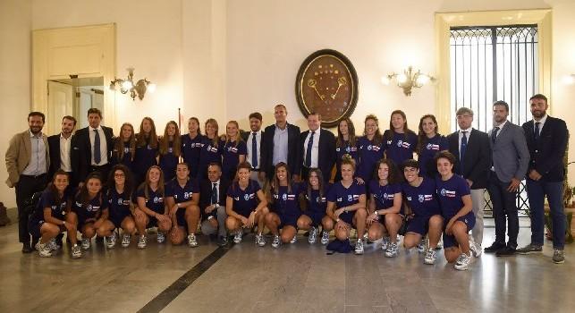 Napoli Femminile, le azzurre puntano al salto in A: il presidente Carlino presenta il team in Comune