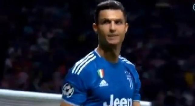 Ve la siete fatta sotto. Gesto poco elegante di Cristiano Ronaldo in Atletico-Juve dopo l'occasione finale [VIDEO]