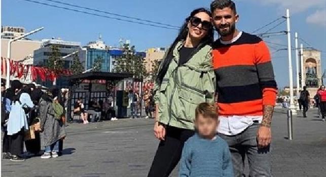 Hysaj ad Istanbul si gode il relax con la sua famiglia [FOTO]