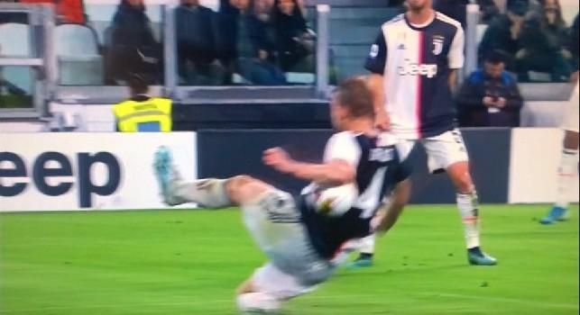 Moviola Juventus-Bologna, CorSport: arbitraggio viziato da valutazioni errate, Irrati ha scelto di non rivedere il fallo di mano di De Ligt