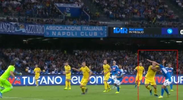 Moviola Napoli-Verona, Marelli: Bene Piccinini, ma c'è un rigore mancato per gli azzurri! Fallo su Milik [FOTO]
