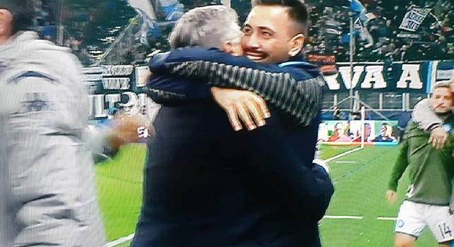 Il Napoli batte il Salisburgo, lungo abbraccio tra Ancelotti e il figlio al fischio finale [FOTO]