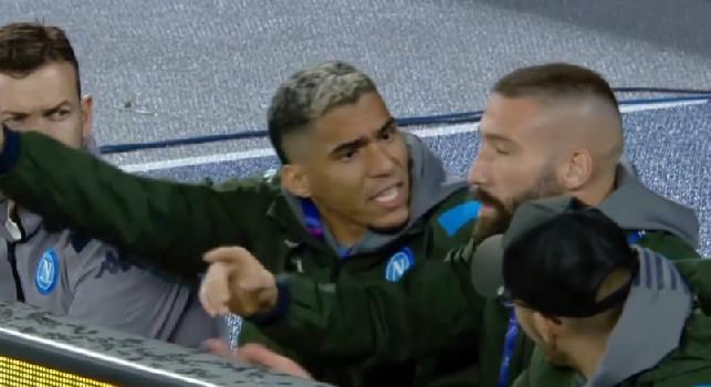 Il Napoli sciupa troppe occasioni, Allan e Tonelli sbottano a bordocampo! [FOTO]