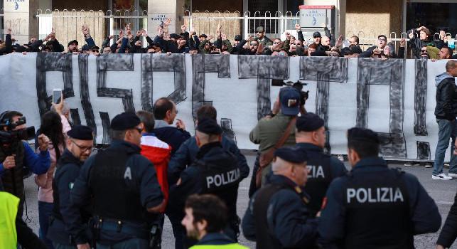 Gazzetta - I giocatori del Napoli hanno lasciato il San Paolo in maniera quasi furtiva dopo la contestazione, i dettagli