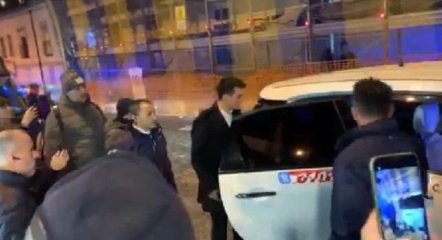 Lozano beniamino dei tifosi: applausi per il messicano all'arrivo alla cena di Natale [VIDEO CN24]
