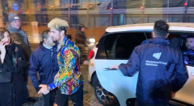 Ovazione all'arrivo di Malcuit: il look del terzino azzurro lascia tutti sbalorditi! [VIDEO CN24]