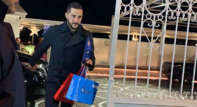 Kostas Manolas ha già lasciato la cena di Natale della SSC Napoli: regali per il difensore greco, c'è anche il Monopoly azzurro [VIDEO CN24]