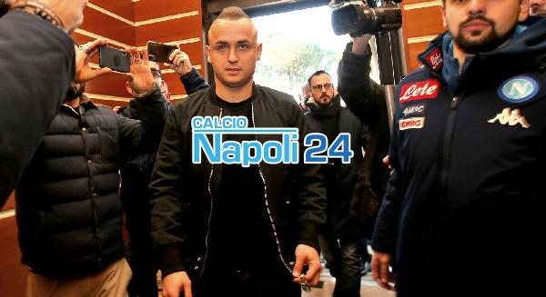 Lobotka sorridente lascia Villa Stuart: terminate le visite mediche col Napoli [FOTOGALLERY E VIDEO CN24]